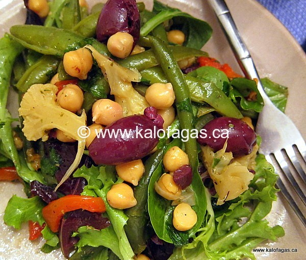 Chickpea Salad With Roasted Red Peppers & Green Beans